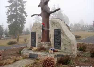 Komlóska világháborús emlékmű 2011.12.14. küldő-megtorló (5)