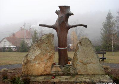 Komlóska világháborús emlékmű 2011.12.14. küldő-megtorló (6)