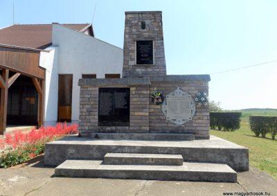 Komoró világháborús emlékmű 2016.05.23. küldő-kalyhas (1)