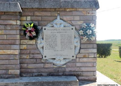 Komoró világháborús emlékmű 2016.05.23. küldő-kalyhas (5)