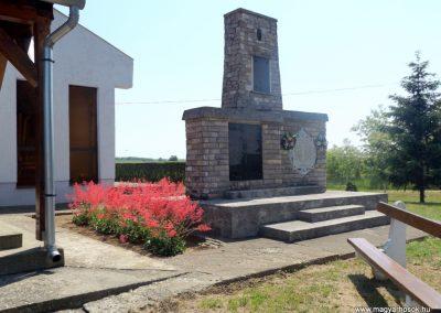 Komoró világháborús emlékmű 2016.05.23. küldő-kalyhas (7)