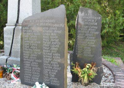 Kompolt világháborús emlékmű 2007.06.12. Küldő-kalyhas (4)