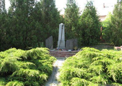 Kompolt világháborús emlékmű 2007.06.12. Küldő-kalyhas