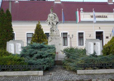 Kondoros világháborús emlékmű 2014.11.20. küldő-Sümec (1)