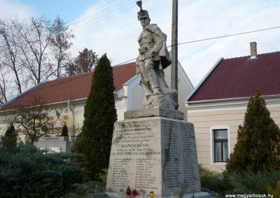 Kondoros világháborús emlékmű 2014.11.20. küldő-Sümec (11)