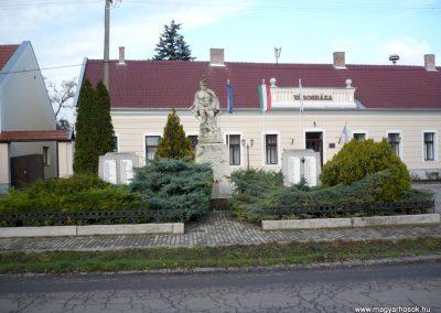 Kondoros világháborús emlékmű 2014.11.20. küldő-Sümec (12)