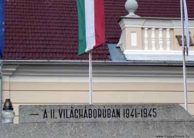 Kondoros világháborús emlékmű 2014.11.20. küldő-Sümec (19)