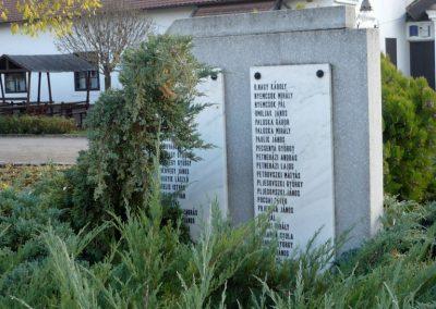 Kondoros világháborús emlékmű 2014.11.20. küldő-Sümec (22)