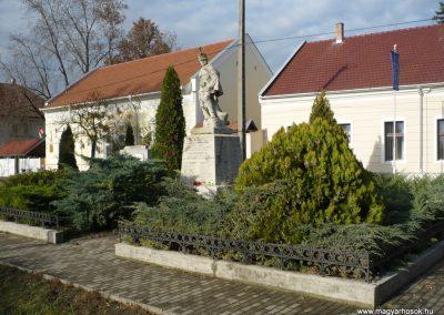 Kondoros világháborús emlékmű 2014.11.20. küldő-Sümec (32)