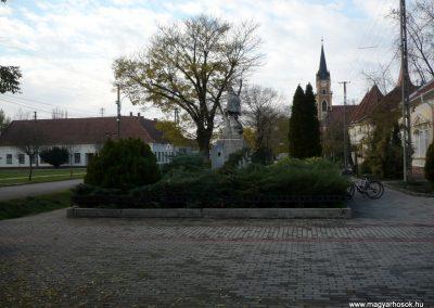 Kondoros világháborús emlékmű 2014.11.20. küldő-Sümec (33)