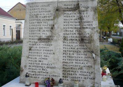Kondoros világháborús emlékmű 2014.11.20. küldő-Sümec (8)