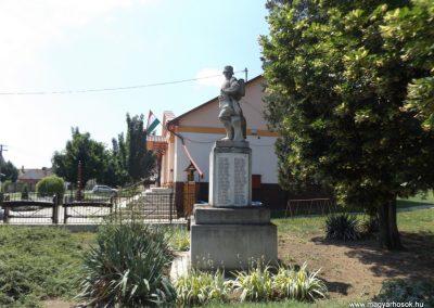 Konyár I. és II. világháborús emlékmű 2018.05.28. küldő-Bóta Sándor (4)