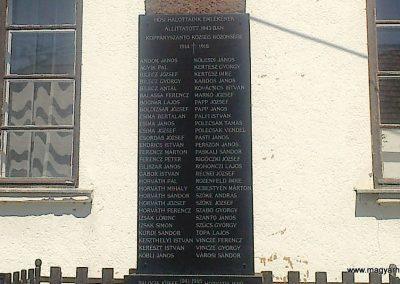 Koppányszántó világháborús emlékmű 2012.04.28. küldő-miki (2)