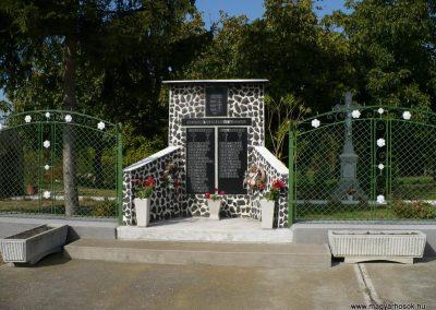 Korlát világháborús emlékmű 2009.10.06. küldő-Gombóc Arthur