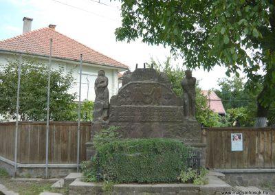 Korond világháborús emlékmű 2009.08.23.küldő-Ágca