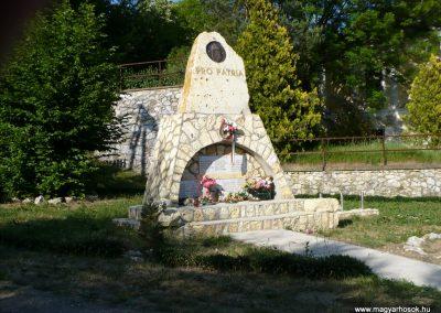 Krasznokvajda világháborús emlékmű 2009.05.13.küldő-Gombóc Arthur (2)