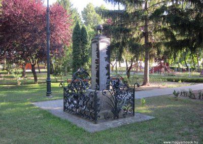 Kunbaja II.vh emlékmű 2011.08.17. küldő-kalyhas (11)