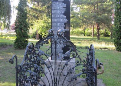 Kunbaja II.vh emlékmű 2011.08.17. küldő-kalyhas (3)