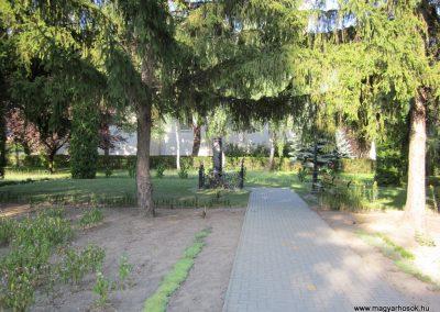 Kunbaja II.vh emlékmű 2011.08.17. küldő-kalyhas