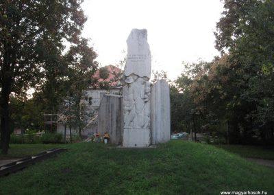 Kunhegyes világháborús emlékmű 2008.08.21. küldő-Kályhás (1)