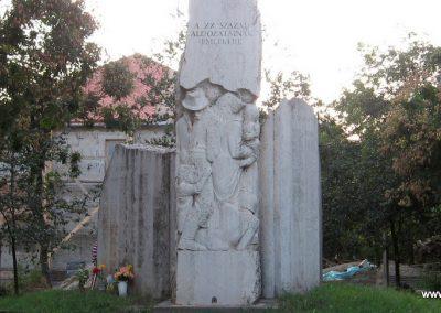 Kunhegyes világháborús emlékmű 2008.08.21. küldő-Kályhás (2)