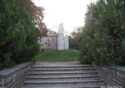 Kunhegyes világháborús emlékmű 2008.08.21. küldő-Kályhás