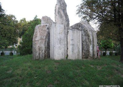 Kunhegyes világháborús emlékmű 2008.08.21. küldő-Kályhás (6)