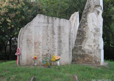 Kunhegyes világháborús emlékmű 2008.08.21. küldő-Kályhás (8)