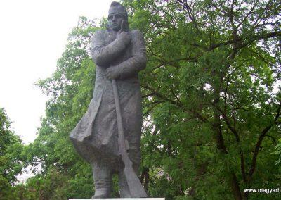 Kunmadaras II.vh emlékmű 2009.05.14. küldő-miki (4)