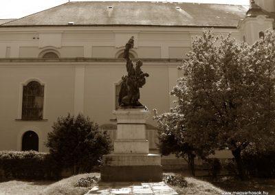 Kunszentmárton világháborús emlékmű 2008.04.21.küldő-V3t3r4n (1)