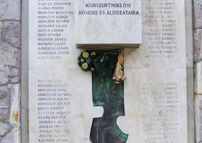 Kunszentmiklós II.vh emlékmű 2007.10.14.küldő-Markó Péter (1)