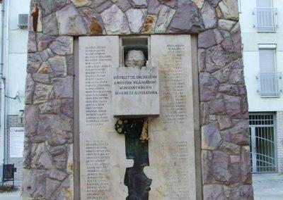 Kunszentmiklós II.vh emlékmű 2007.10.14.küldő-Markó Péter