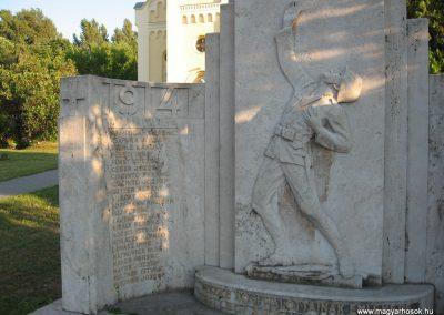 Lábatlan I.vh emlékmű 2008.07.05.küldő-Kályhás (2)