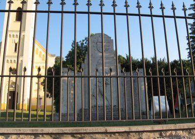 Lábatlan I.vh emlékmű 2008.07.05.küldő-Kályhás