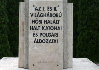 Lábatlan világháborús emlékmű 2010.06.26. küldő-Sümec (3)