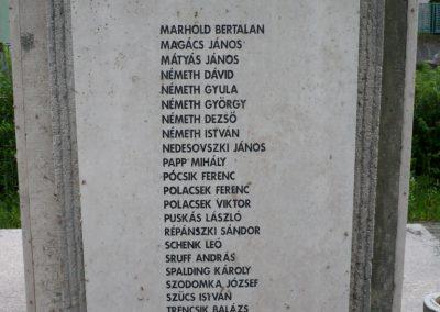 Lábatlan világháborús emlékmű 2010.06.26. küldő-Sümec (4)