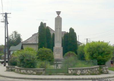 Lábatlan világháborús emlékmű 2010.06.26. küldő-Sümec