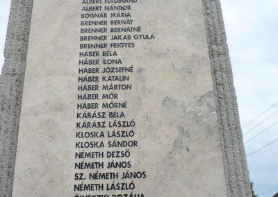 Lábatlan világháborús emlékmű 2010.06.26. küldő-Sümec (6)