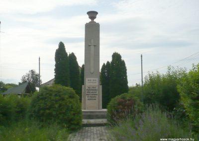 Lábatlan világháborús emlékmű 2010.06.26. küldő-Sümec (8)