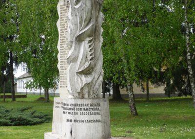 Lábod világháborús emlékmű 2009.04.21.küldő-Sümec (2)