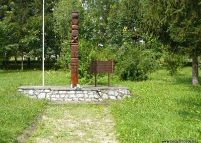 Ládbesenyő világháborús kopjafa 2010.08.14. küldő-Gombóc Arthur
