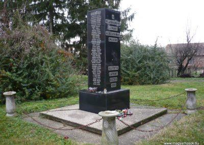 Látrány világháborús emlékmű 2009.12.09. küldő-Sümec