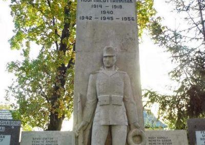 Lázi hősi emlékmű 2013.10.23. küldő-Méri (1)
