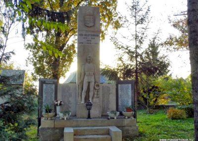 Lázi hősi emlékmű 2013.10.23. küldő-Méri