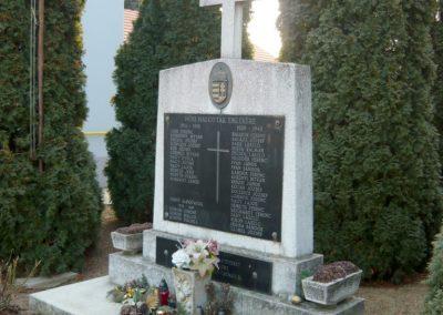 Lócs világháborús emlékmű 2011.02.23. küldő-Ágca (1)