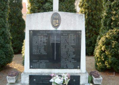Lócs világháborús emlékmű 2011.02.23. küldő-Ágca (3)