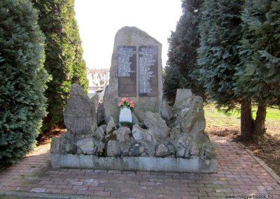 Lövőpetri világháborús emlékmű 2014.02.24. küldő-kalyhas (1)