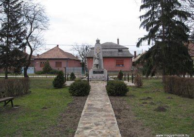 Lőrinci I.vh emlékmű 2009.03.27. küldő-kalyhas