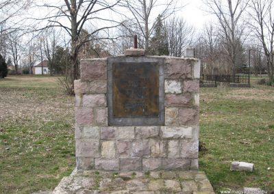 Lőrinci II.vh emlékmű 2009.03.27. küldő-kalyhas (3)
