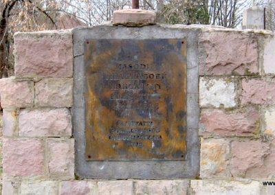 Lőrinci II.vh emlékmű 2009.03.27. küldő-kalyhas (4)